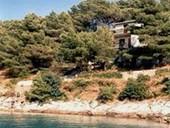 Ferienhaus BUTURIC - Sali, Insel Dugi otok. Haus direkt am Meer, in einsame Badebucht, Pinienwald