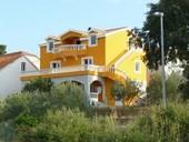 Villa Raslina, sehr schön eingerichtete Ferienwohnung mit Meerblick in ruhiger Ortsrand Lage.