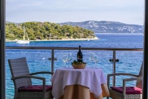 Doppelzimmer & Frühstück am Pool direkt am Meer in Dalmatien
