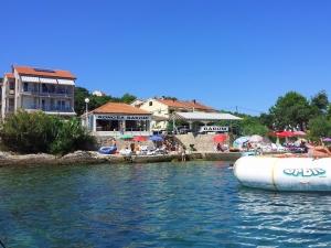 Ferienwohnung u. Pool direkt am Meer Dalmatien