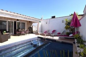 Villa Montseny für 6 Pers. mit Pool u. Klima - 2 Wohneinhei.