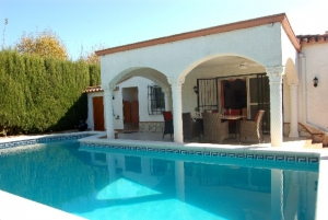Villa Holidays mit Pool