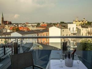 Altstadtblick mit Balkon im Zentrum